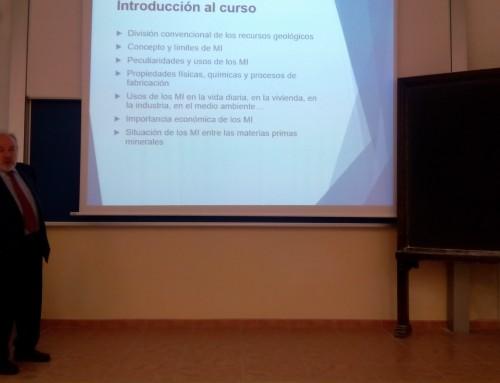 Segunda clase del II Seminario sobre Minerales Industriales de AINDEX